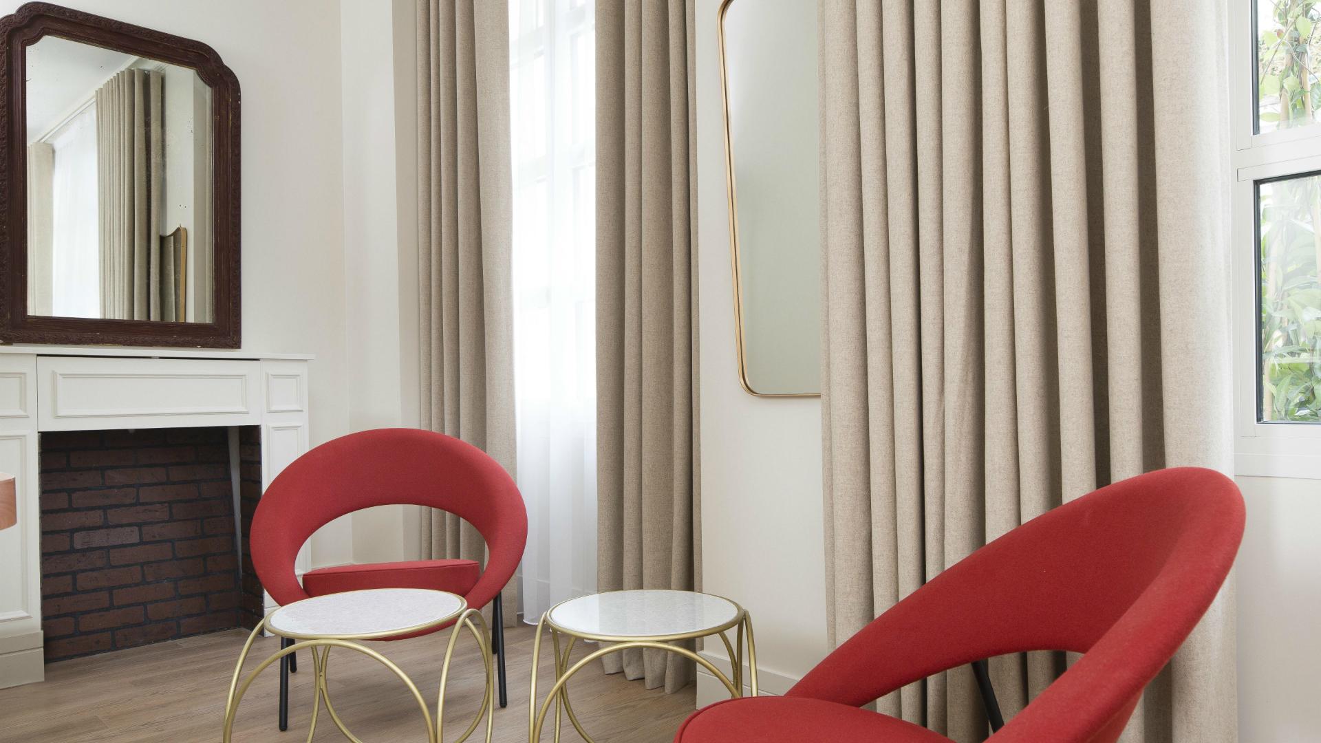 chambre familiale celeste h tel paris. Black Bedroom Furniture Sets. Home Design Ideas